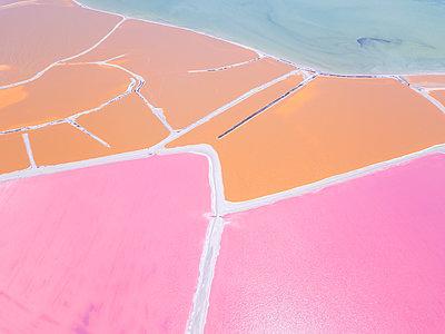 Mexiko, Yucatan, Las Coloradas, Pink Lake salt lake - p300m2081250 by Michael Malorny