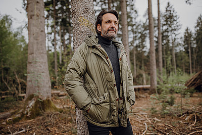 Mature hiker in the forest - p300m2198412 by Johanna Lohr