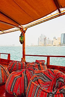 Skyline von Dubai - p851m2077286 von Lohfink