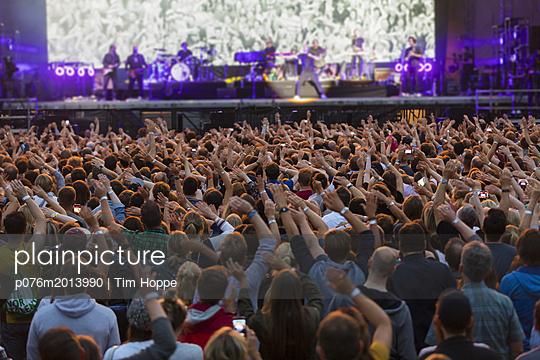 Konzertbesucher - p076m2013990 von Tim Hoppe