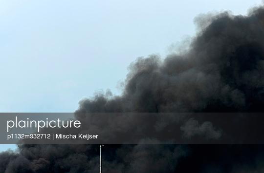 Huge fire - p1132m932712 by Mischa Keijser