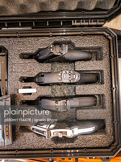 Schießwütig - p930m1154478 von Phillip Gätz