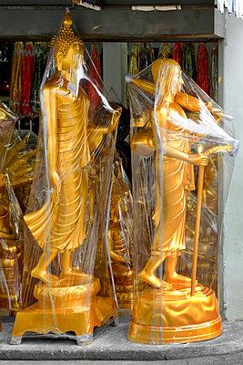 Verpackte Statuen - p1032m1220647 von Fuercho