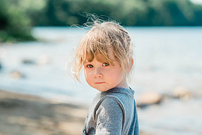 On year old girl on a beach. - p1166m2153721 by Cavan Images