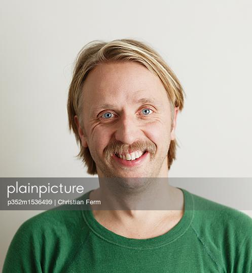 plainpicture   Photo library for authentic images - plainpicture p352m1536499 - Portrait of man with moustache - plainpicture/Folio Images/Christian Ferm