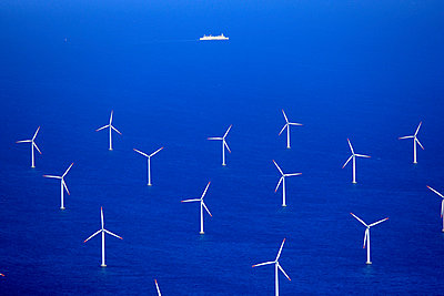 Wind farm Rødsand - p1016m987717 by Jochen Knobloch