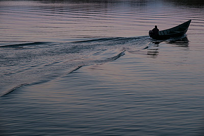 Mit dem Boot unterwegs - p1046m1045296 von Moritz Küstner