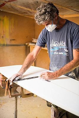Surfbrett-Werkstatt - p1142m1000492 von Runar Lind