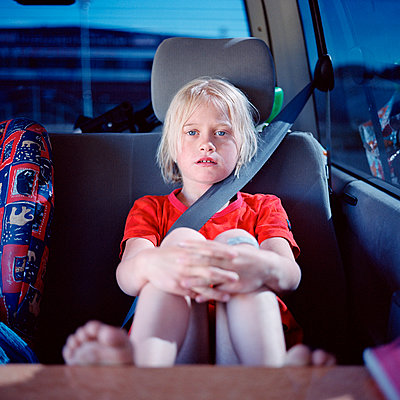 Girl sitting in car, portrait - p528m1075427f by Johan Willner