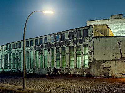 Altes Industriegebäude - p536m1463159 von Schiesswohl