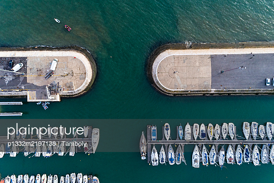 Portugal, Lisbon, Aerial view, Harbour in Belem - p1332m2197138 by Tamboly