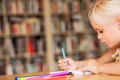 Girl coloring at desk in classroom - p1185m994144f by Astrakan