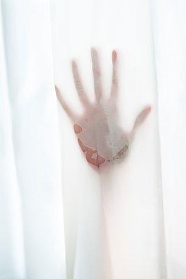 Hand in der Dusche - p1418m2087005 von Jan Håkan Dahlström