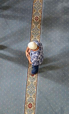 Turkey, Istanbul, Man is praying at Little Hagia Sophia - p300m878745 by Hans Lippert