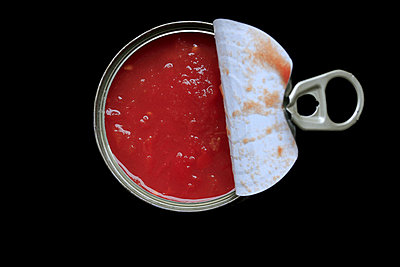 Tomatos in a can - p450m859592 by Hanka Steidle
