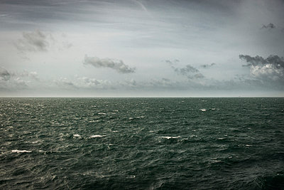 Rough sea - p954m939226 by Heidi Mayer
