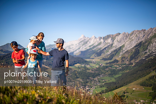Family outing in the mountains, France - p1007m2219935 by Tilby Vattard