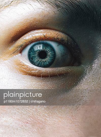 Blaue Augen (Makroaufnahme) - p1180m1072832 von chillagano