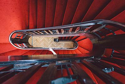 Rotes Treppenhaus - p1085m995534 von David Carreno Hansen