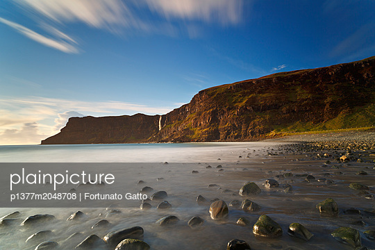 United Kingdom, Scotland, Inner Hebrides, Great Britain, British Isles, Isle of Skye, Long time exposure at Talisker Bay at late afternoon when the tide was growing - p1377m2048708 by Fortunato Gatto
