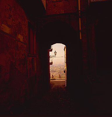 Dark alleyway in a village in Sicily - p1082m2172935 by Daniel Allan