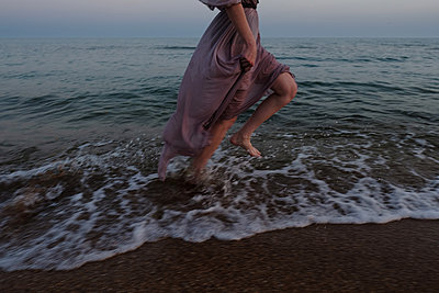 Woman running on beach  - p1363m2126654 by Valery Skurydin