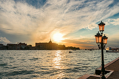 Italy, Venice, view to Giudecca with Academy of Fine Arts - p300m2023595 by Carmen Steiner