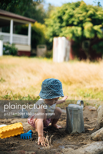 Toddler playing in the garden  - p1274m2281160 by caitlin strom