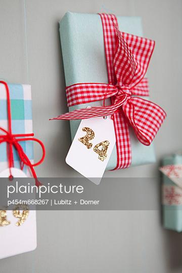 Presents - p454m668267 by Lubitz + Dorner