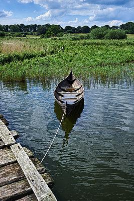 Old boat - p1686m2288569 by Marius Gebhardt