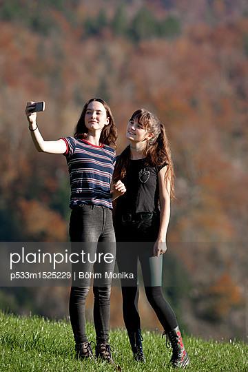 Herbstliches Erinnerungsselfie - p533m1525229 von Böhm Monika