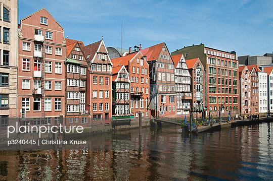 Hamburg; Germany - p3240445 by Bildagentur Hamburg