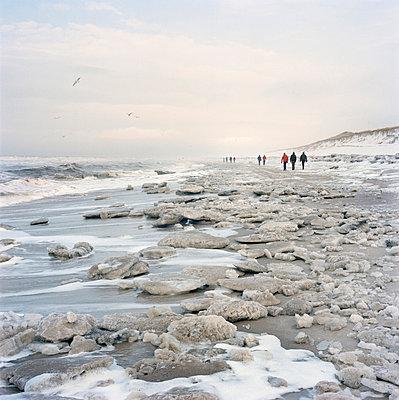 Treibeis und Strand bei Sturm - p3420410 von Thorsten Marquardt