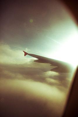 Blick aus dem Flugzeug - p432m2126837 von mia takahara