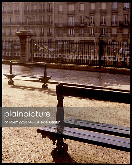 Paris, inside a Park - p1654m2253743 by Alexis Bastin