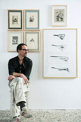 Man in his studio - p081m741567 by Alexander Keller