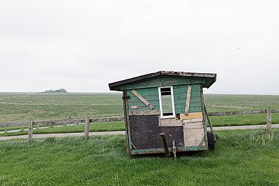 Bauwagen auf der Wiese - p1085m876966 von David Carreno Hansen