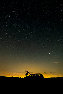photograph of the milky way on a summer night - p1166m2141074 by Cavan Images