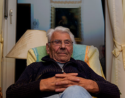 Grandfather, portrait - p1279m1498246 by Ulrike Piringer