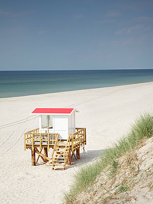 Lifeguard tower - p606m949605 by Iris Friedrich