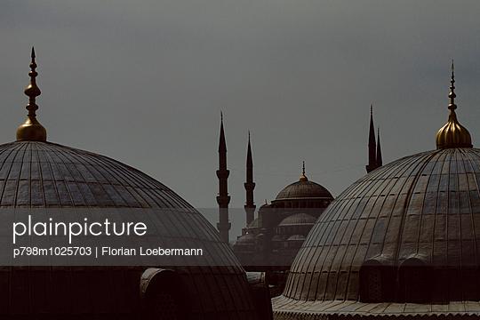 Blick auf die Blaue Moschee - p798m1025703 von Florian Löbermann