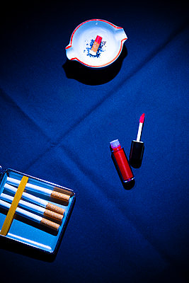 Cigarettes and lipstick - p1149m2284356 by Yvonne Röder