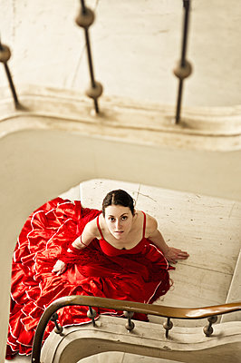 Woman wearing red dress - p1445m1582574 by Eugenia Kyriakopoulou