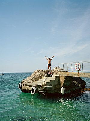 Glücklicher Tourist - p972m1333425 von Stefan Andersson