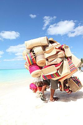 Strandverkäufer - p045m792188 von Jasmin Sander