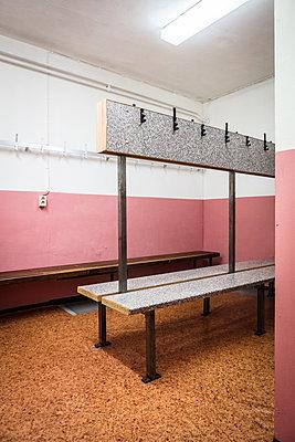 Leere Umkleidekabine - p930m1200518 von Phillip Gätz