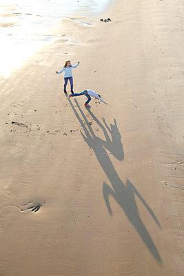 Schattenspiel - p249m1077947 von Ute Mans