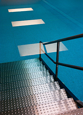 Access to indoor swimming pool - p300m1115326f by Wolfgang Weinhäupl