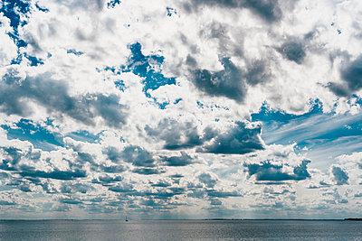 Germany, Ruegen, Baltic sea under cloudy sky - p300m2005486 von Jana Mänz