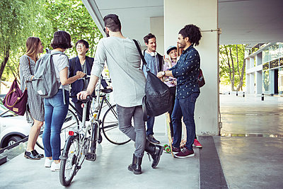 Group of coworkers chatting after work - p623m1221251 by Eric Audras